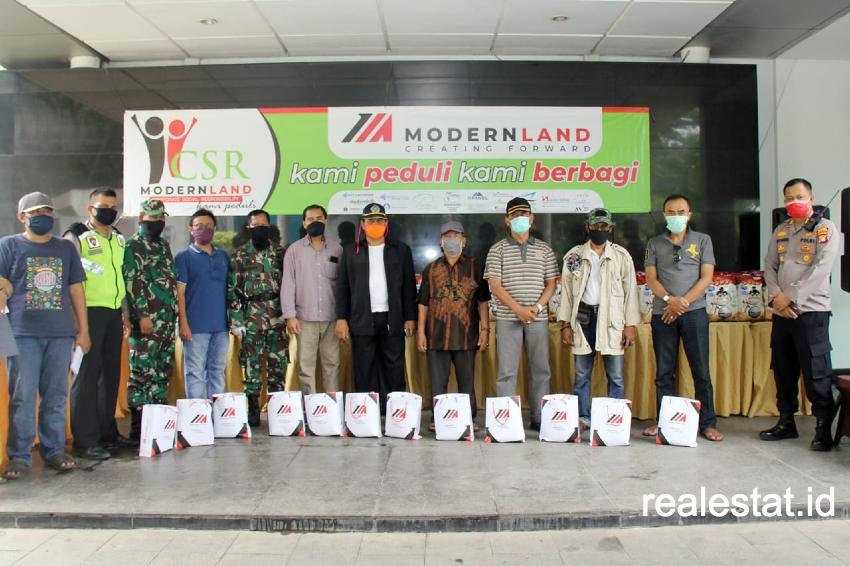PT Modernland Realty, Tbk. menyalurkan bantuan sebanyak 280 paket sembako kepada masyarakat di sekitar proyek township Jakarta Garden City, Jakarta Timur.
