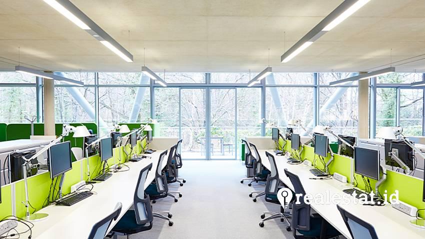 Aplikasi lampu UV-C Signify di ruang kantor.