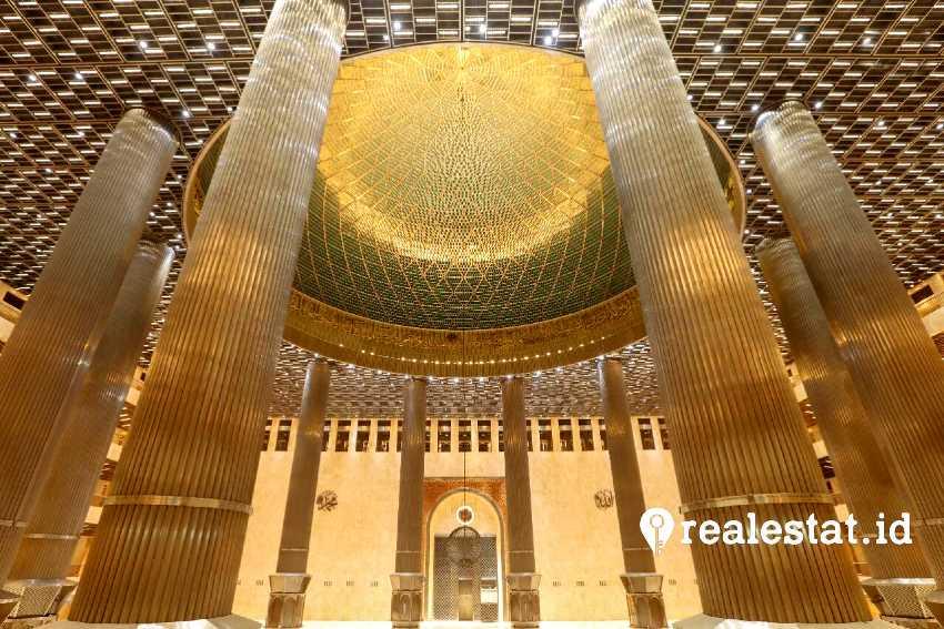 Interior Masjid Istiqlal pasca-renovasi (Foto: Dok. Kementerian PUPR)