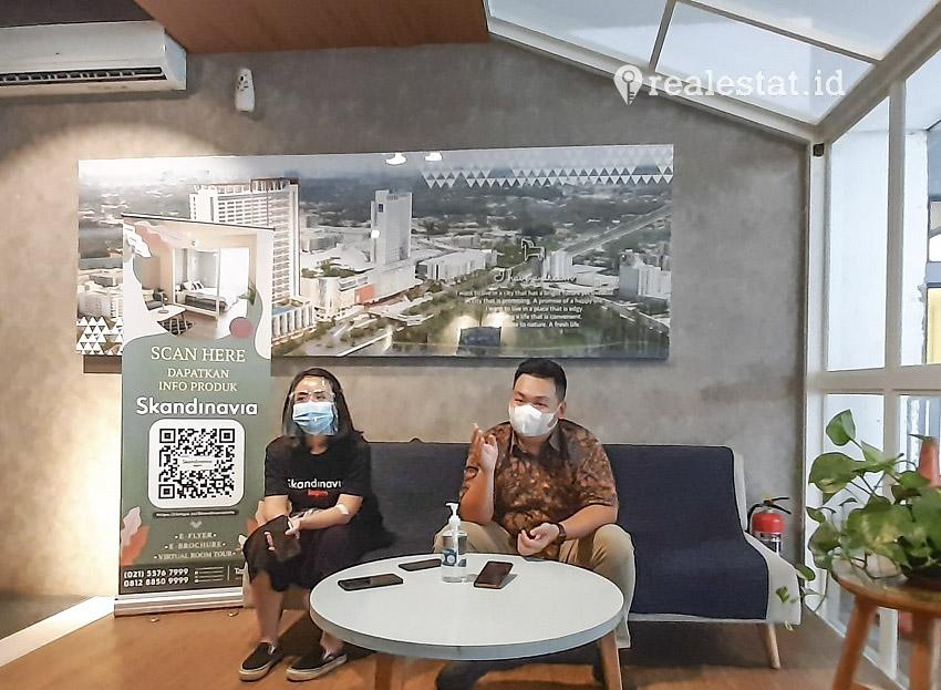 Hene Putro, General Manager Apartemen Skandinavia, saat menjelaskan kinerja penjualan proyeknya selama pandemi Covid-19 berlangsung, pada Sabtu, (08/08/2020) di Tangerang, Banten. (Foto: TRA)