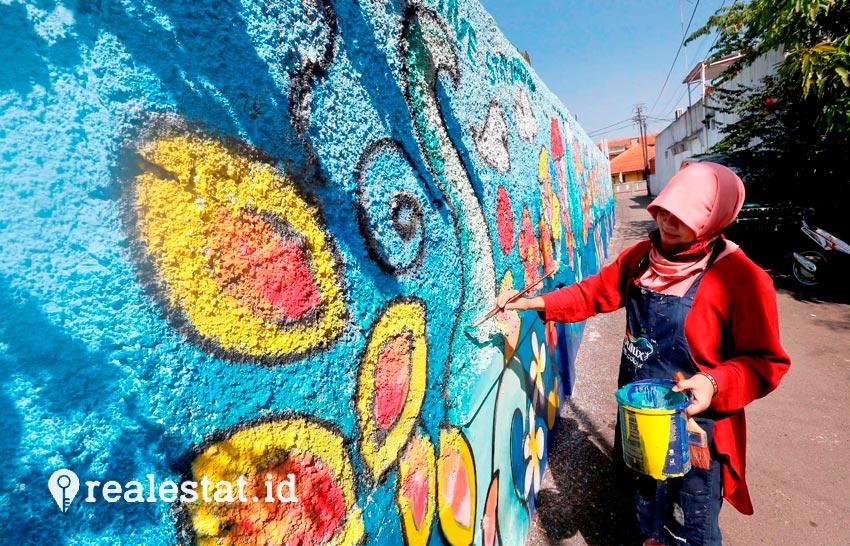 AkzoNobel menyediakan 150 liter cat Dulux dengan warna yang beraneka ragam untuk membuat mural di 9 rumah. (Foto: dok. AkzoNobel)