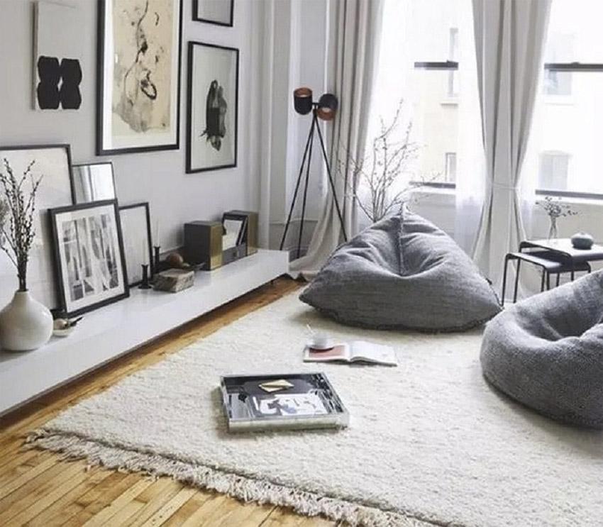 Ide ruang tamu modern minimalis dengan konsep lesehan. (Foto: ruangarsitek.id)