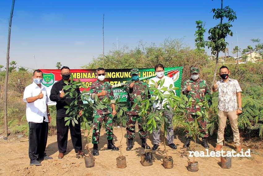 Penanaman di sepanjang bantaran danau Jakarta Garden City, merupakan perwujudan gerakan penghijauan untuk menjaga kelestarian lingkungan, dan penghijauan. (Foto: Dok. Modernland)