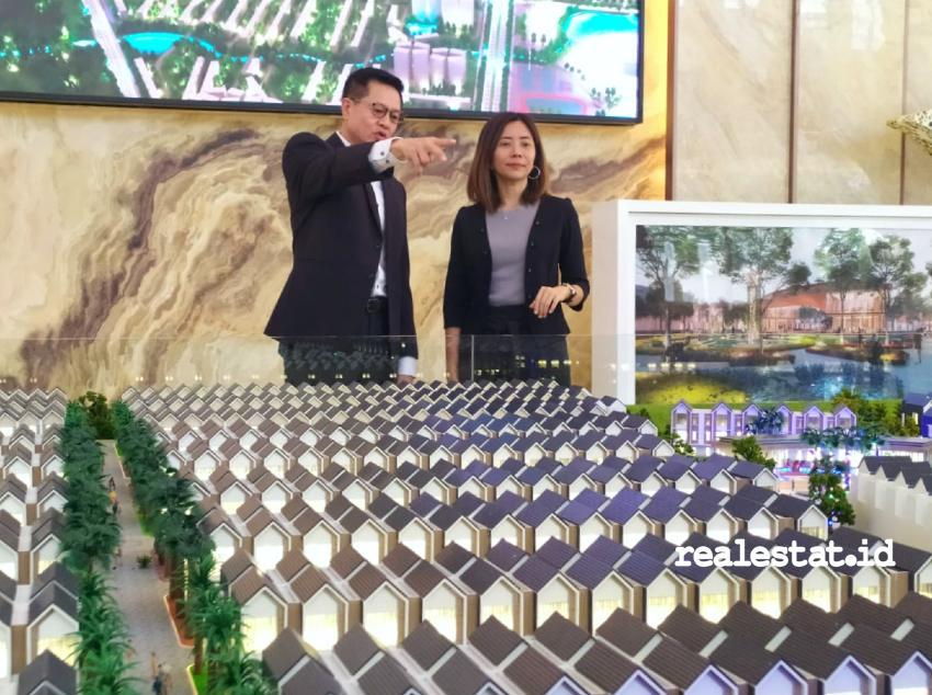 Richard Oh, CEO PT Yiho Jakarta Real Estate Development dan Amanda Ho, Sales and Marketing Director Sentosa Park di sela acara peresmian marketing gallery Sentosa Park.
