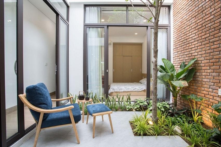 Taman indoor minimalis karya 85 Design (Foto: To Huu Dung / Archdaily)