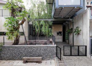 Inspirasi ide desain garasi rumah yang disesuaikan dengan kebutuhan pemilik hunian. (Foto: Bitte Design Studio / Arsitag.com)