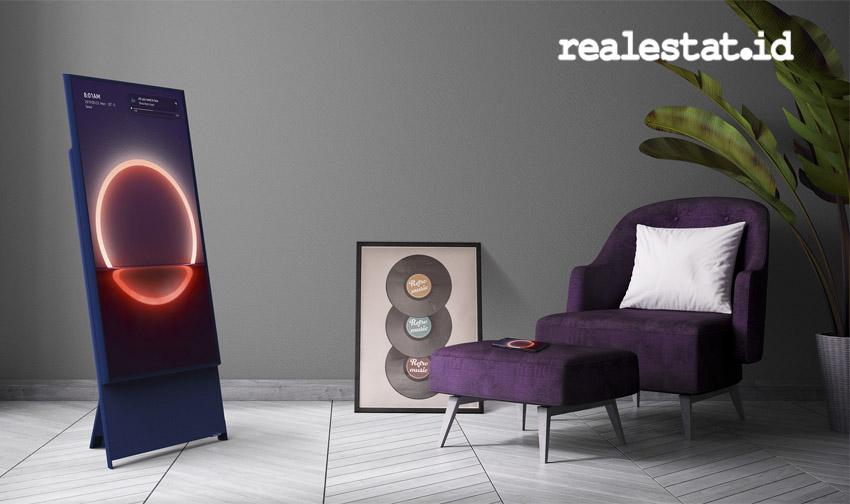 Layar Samsung The Sero dapat berputar secara dinamis, seutuhnya menyesuaikan orientasi untuk menampilkan konten selular pada format vertikal, dan dapat kembali beralih pada format horizontal untuk menikmati tampilan konten TV. (Foto: Samsung Electronics Indonesia)