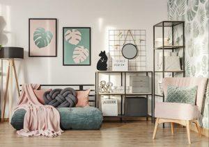 Dekorasi ruang tamu modern yang menggunakan sejumlah ornamen interior penambah keindahan. (Foto:  Katarzyna Bialasiewicz / Getty Images)