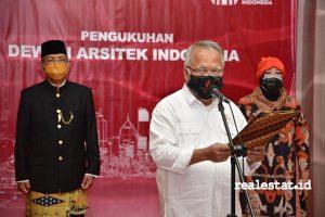 Menteri PUPR, Basuki Hadimuljono saat mengukuhkan Dewan Arsitek Indonesia (DAI) - (Foto: Dok. Kementerian PUPR)