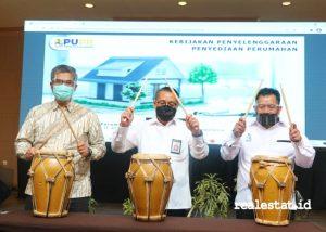 Direktur Jenderal Perumahan Kementerian PUPR, Khalawi Abdul Hamid, (tengah) dalam kegiatan Musyawarah Naional Khusus dan Rapat Kerja Nasional Pengembang Indonesia.