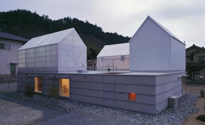 Rumah anti banjir House in Yamasaki dibangun untuk pasangan suami-istri dan dua anak mereka. (Foto: Ken'ichi Suzuki/ Archdaily)