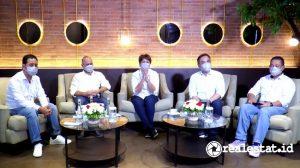 """Dari kiri ke kanan: Fajar Saiful Bahri (Direktur Bisdev & HCM PT PP Properti, Tbk), Deni Budiman (Direktur Keuangan), Sinur Linda Gustina (Direktur Utama), Rudy Harsono (Direktur Operasi 1), T. Arso Anggoro (Direktur Operasi 2) saat Diskusi Virtual """"Jurus PP Properti Menghadapi Bisnis Properti 2021"""", Kamis, 4 Februari 2021. (Foto: RealEstat.id)"""