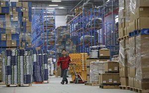 Sektor industri pergudangan dan logistik diprediksi akan semakin ramai dan memiliki prospek yang baik pada tahun 2021 ini. (Foto: Reuters)