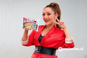 Siti Badriah, Brand Ambassador Mie Sukses's Isi 2 (Foto: Dok. Wings Food)