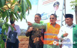 Dari kiri ke kanan: Hirwandi Gafar (Direktur Bank BTN), Joko Suranto (CEO Buana Kassiti), dan Uu Ruzhanul Ulum (Wakil Gubernur Jawa Barat) di sela peresmian Masjid Kassiti dan Penanaman Hutan Kota di Bandung, Senin, 22 Maret 2021. (Foto: Dok, Bank BTN)