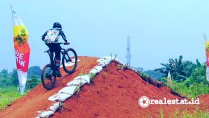 Lintasan Bike Track Cross Country di Metland Transyogi.