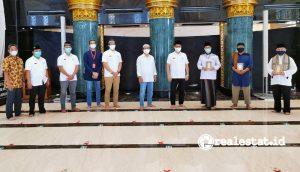 Penyerahan wakaf 300 mushaf Al-Qur'an dari Sinar Mas Land kepada 3 Masjid di Kawasan Grand Wisata Bekasi.