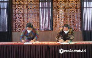 Dari kiri ke kanan: Rizkan Firman (Direktur Utama ADCP) dan Pande Putu Yasa (Direktur Utama Perum PPD) saat penandatangan kerja sama.