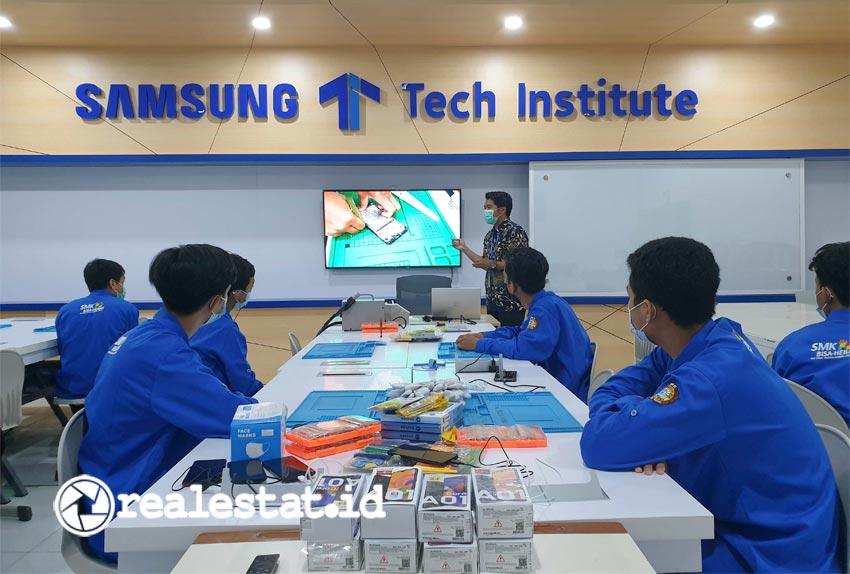 Ketersediaan lapangan kerja yang rendah selama pandemi menjadi tantangan bagi angkatan kerja lulusan SMK. Memahami pentingnya menyiapkan pondasi kualitas pendidikan sesuai dengan kebutuhan industri, Samsung Electronics Indonesia (SEIN) menghadirkan Samsung Tech Institute. (Foto: Samsung Electronics Indonesia)