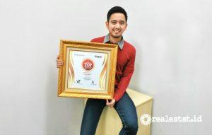 Piagam Indonesia Top Digital PR 2021 yang diterima Sharp Indonesia.