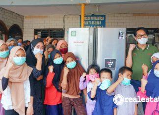 Sharp Bersedekah Serah Terima Lemari Es di Panti Asuhan Yayasan Putra Nusa realestat.id dok