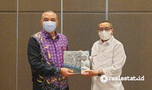 Direktur Jenderal Perumahan Kementerian PUPR Khalawi Abdul Hamid (kanan) dan Bupati Tangerang A Zaki Iskandar (Foto: Dok. Kementerian PUPR)
