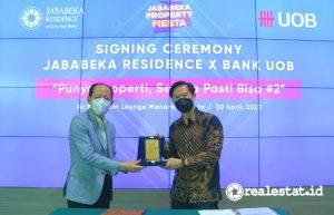 Penandatanganan kerja sama Jababeka Residence dengan Bank UOB.