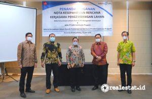 Dari kiri ke kanan: Rozi Sparta (Direktur Pengembangan Bisnis ACP), M. Yusuf (Direktur Keuangan, Manajemen Risiko dan SDM ACP), Rizkan Firman (Direktur Utama ACP), Agus Himawan (Direktur Utama Sarana Jaya), dan Bima Priya Santosa (Direktur Administrasi & Keuangan Sarana Jaya).