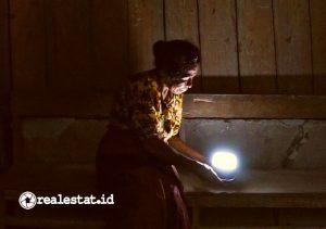 Program yang didanai Signify Foundation ini membawa pencahayaan ke 16 desa yang belum terjangkau listrik di Kabupaten Kupang dan Sumba Tengah, Nusa Tenggara Timur (NTT).