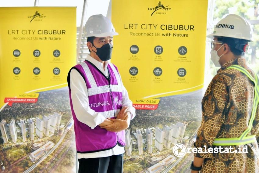 Presiden Joko Widodo saat meninjau progres pembangunan LRT City Cibubur (Foto: Dok. Biro Pers Sekretariat Presiden)