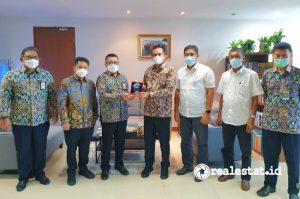 Direktur Jenderal Perumahan Kementerian PUPR, Khalawi Abdul Hamid (ketiga dari kiri) saat menerima audiensi Walikota Pariaman Provinsi Sumatera Barat, Genius Umar di Kantor Direktorat Jenderal Perumahan Kementerian PUPR, Jakarta.