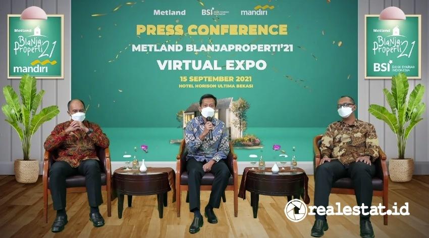 Dari kiri ke kanan: Ignatius Susatyo Wijoyo (Executive Vice President Consumer Loans Group PT Bank Mandiri Tbk), Wahyu Sulistio (Direktur, PT Metropolitan Land Tbk), dan Ahmad Zulva Adi (Vice President Strategic Alliance And Business Bank Syariah Indonesia).