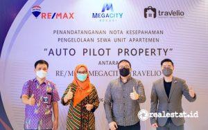 Dari kiri ke kanan: Ari Kho (Sales Manager MegaCity), Ary Shita Widhiastuti (General Manager MegaCity), Andre Bunardi (Lead Aquisition Manager Travelio) dan Charlie Lim (GM REMAX Indonesia) saat peresmian Auto Pilot Property di MegaCity Bekasi, Sabtu, 16 Oktober 2021.